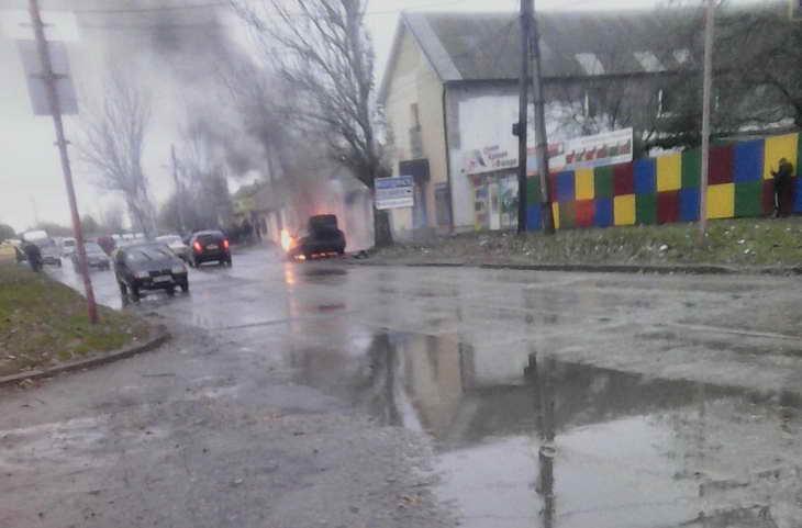 Машина спалахнула просто неба зранку - фото 1