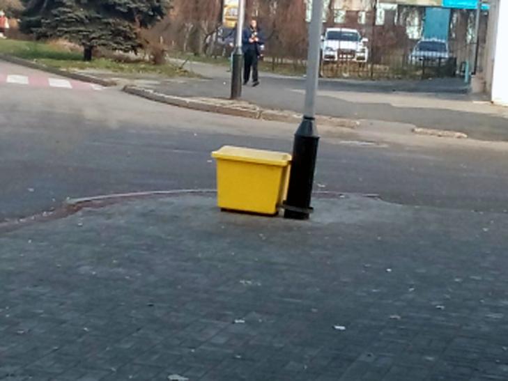 У Мелітополі протиожеледня суміш зберігатиметься просто на вулицях - фото 1