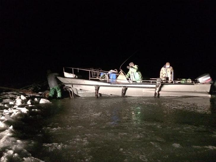 Рибалки-зловмисники незаконно виловили понад 400 рибин різних видів вчора, 22 грудня - фото 1