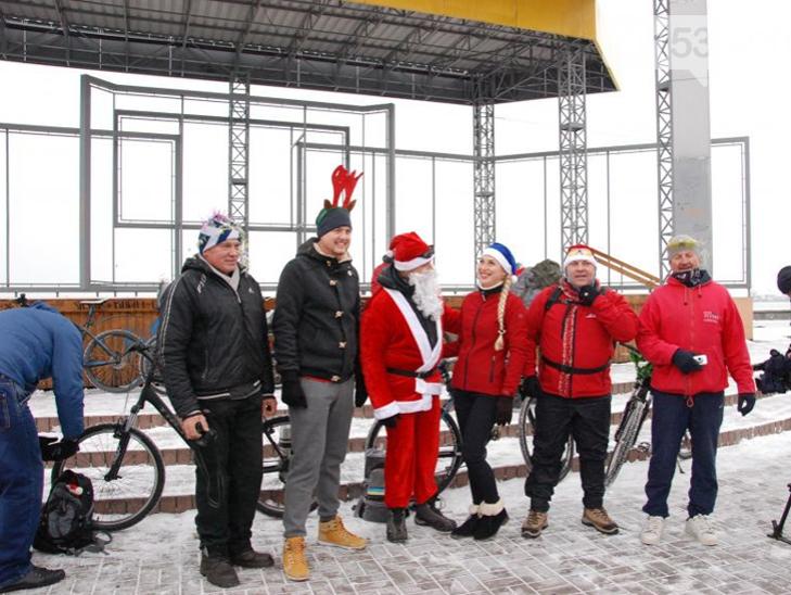 Велосипедисти Бердянська організували Новорічний велопробіг містом - фото 1
