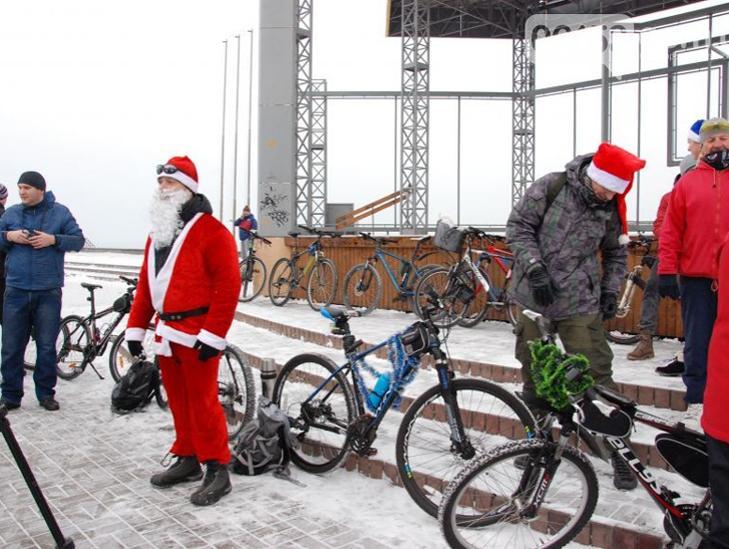 Велосипедисти Бердянська організували Новорічний велопробіг містом - фото 2