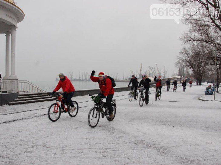 Велосипедисти Бердянська організували Новорічний велопробіг містом - фото 3