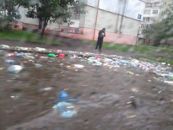 Львів затопило: містом течуть сміттєві ріки (ФОТО, ВІДЕО) - фото 6