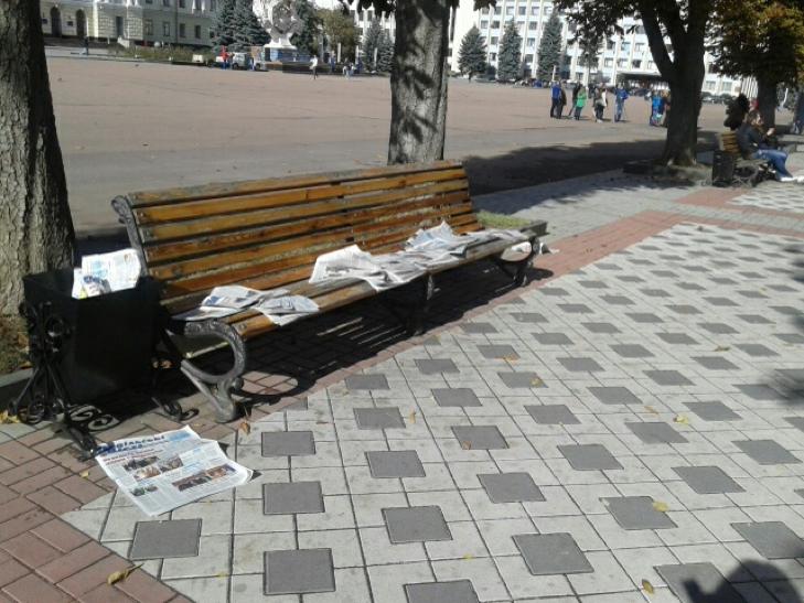 """Обласну газету Хмельниччини """"відправили"""" в смітник - фото 2"""