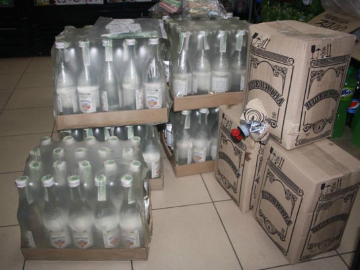 На Полтавщині конфіскували 1200 пляшок фальсифікованої горілки - фото 1
