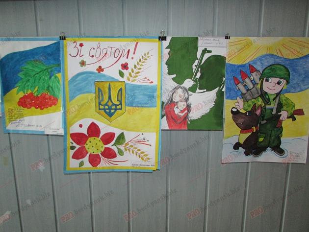 Бердянські діти подарували військовим український прапор - фото 1