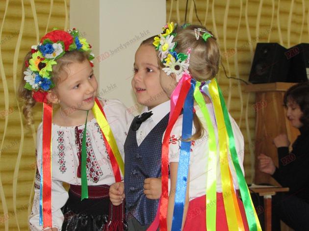 Бердянські діти подарували військовим український прапор - фото 10