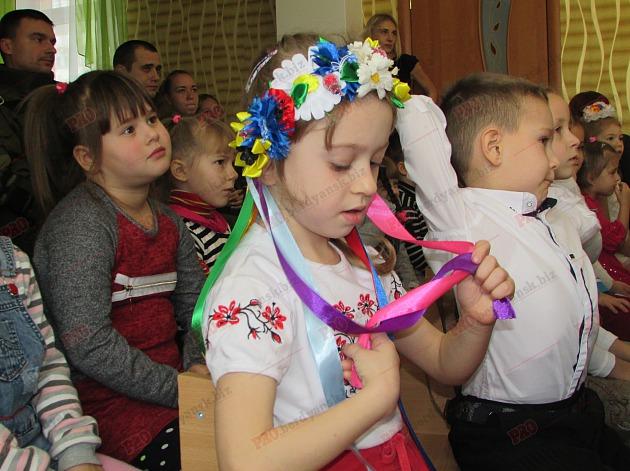Бердянські діти подарували військовим український прапор - фото 4