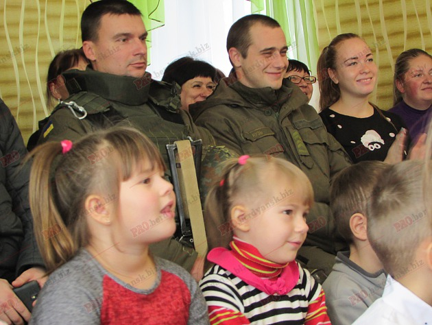 Бердянські діти подарували військовим український прапор - фото 6