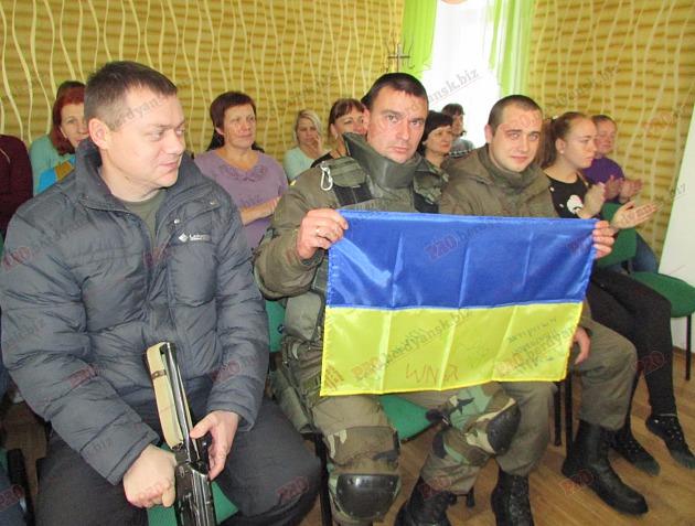 Бердянські діти подарували військовим український прапор - фото 8