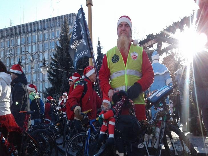У Вінниці Діди Морози на роверах влаштували святковий заїзд - фото 8