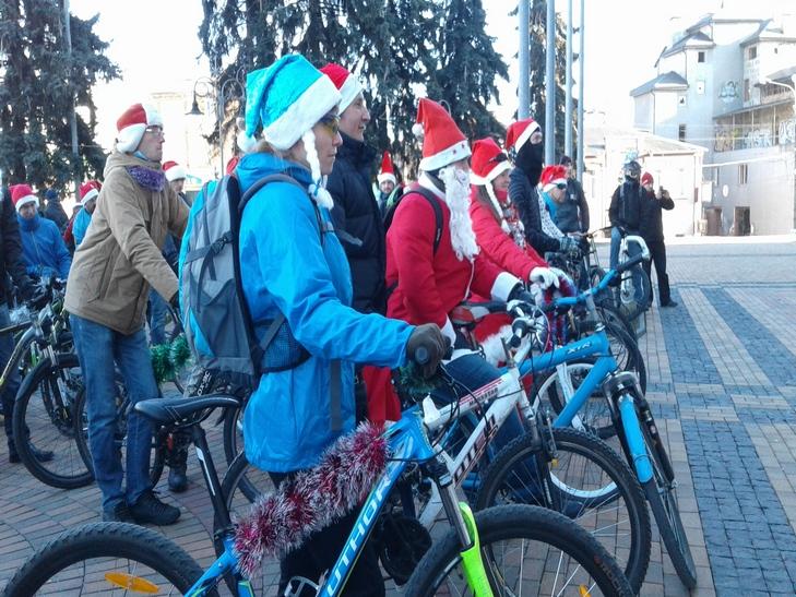 У Вінниці Діди Морози на роверах влаштували святковий заїзд - фото 11