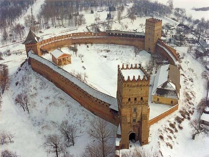 Старовинний замок, будинок з химерами, Голівуд та піца: 7 причин приїхати до Луцька (ФОТО) - фото 14