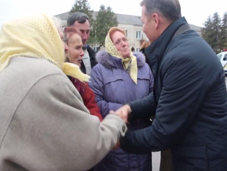 На Хмельниччині Ляшко роздавав візитки і фотографувався - фото 3