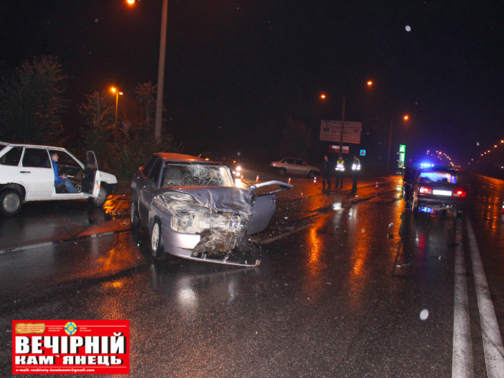 Посеред Кам'янця сталося лобове зіткнення двох авто - фото 1