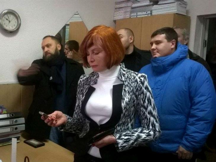 У Полтаві активісти не допустили до роботи звинувачену в хабарництві чиновницю - фото 1