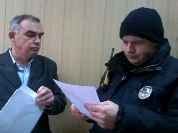 У Полтаві активісти не допустили до роботи звинувачену в хабарництві чиновницю - фото 3