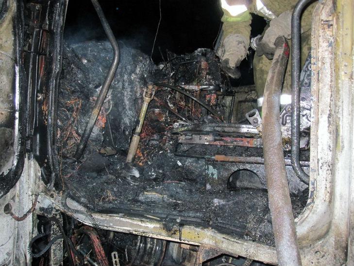 На Полтавщині вщент згоріла вантажівка - фото 1