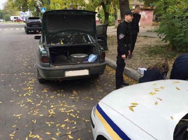 Оперативник поліції Бердянська тривалий час пересувався на викраденому легковику  - фото 1