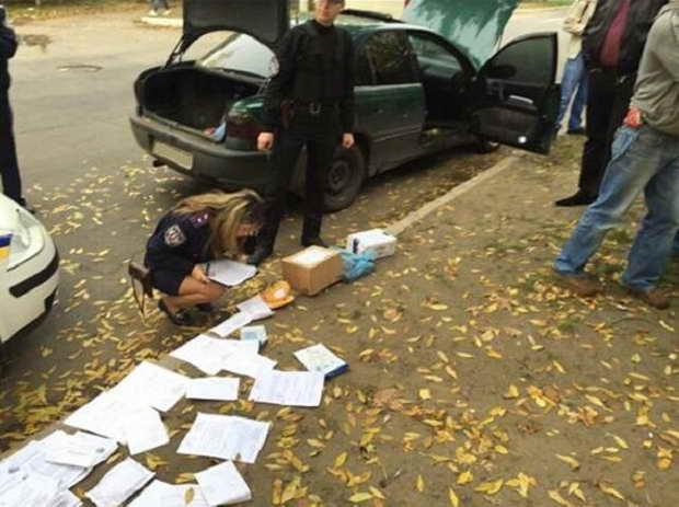 Оперативник поліції Бердянська тривалий час пересувався на викраденому легковику  - фото 3