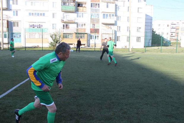 На Донбасі легендарний тренер і харківські поліцейські зіграли у футбол - фото 3