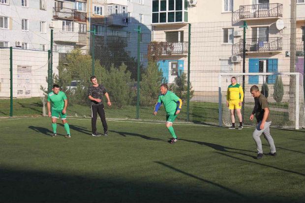 На Донбасі легендарний тренер і харківські поліцейські зіграли у футбол - фото 4