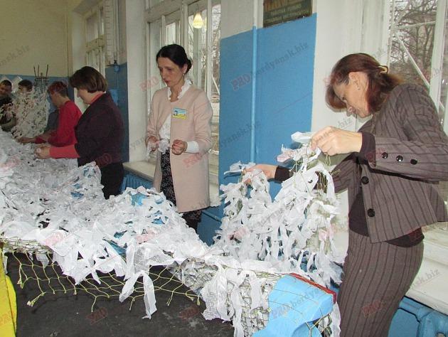 У Бердянську на уроках праці школярі плетуть маскувальні сітки (ФОТО, ВІДЕО) - фото 2