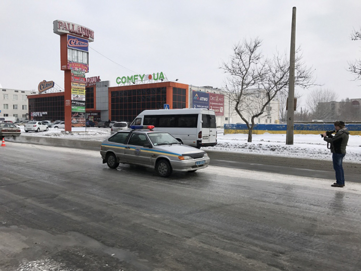 У центрі Мелітополя таксі потрапило в ДТП - фото 1