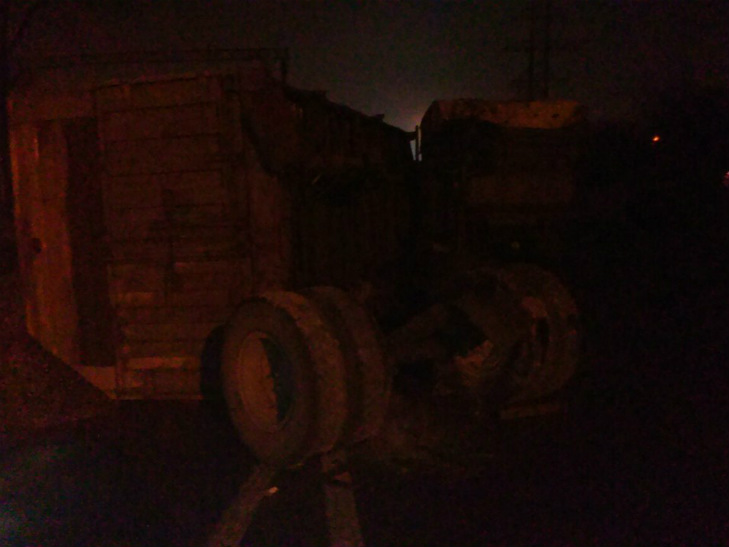 У Полтаві знову перекинулась вантажівка з насінням соняшника - фото 1