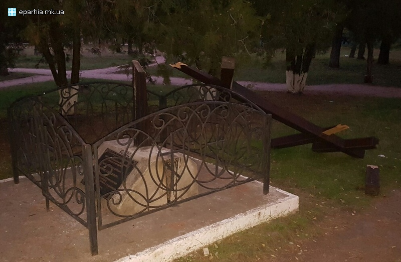 У Миколаєві біля церкви зламали хрест