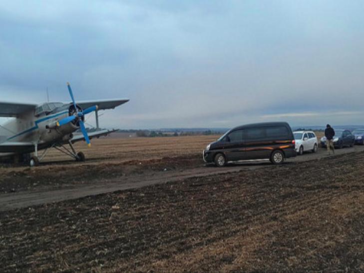 СБУшники на Хмельниччині затримали літак з контрабандою - фото 1
