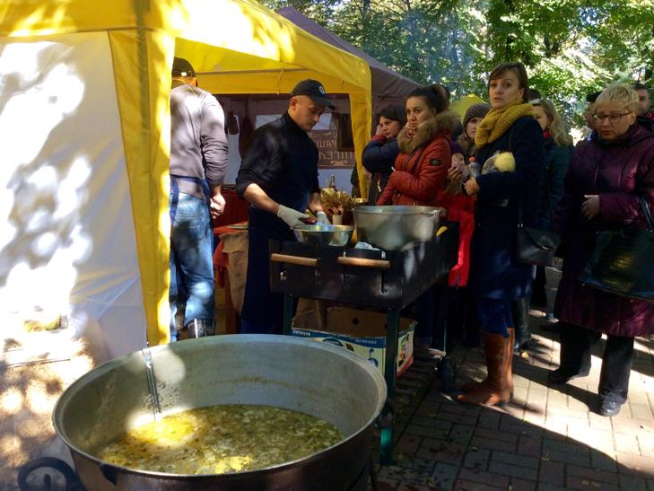 У Хмельницькому вперше відбувся фестиваль вуличної їжі - фото 7