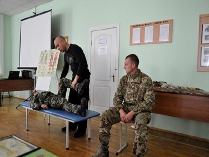 Охоронці ув'язнених на Хмельниччині вчилися захищати себе в