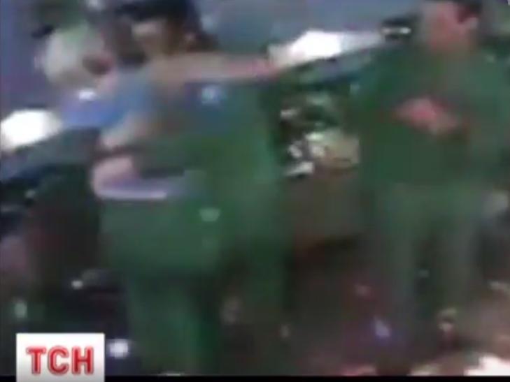 Тернопільських священників заспокоювали в нічному клубі поліцейські - фото 2