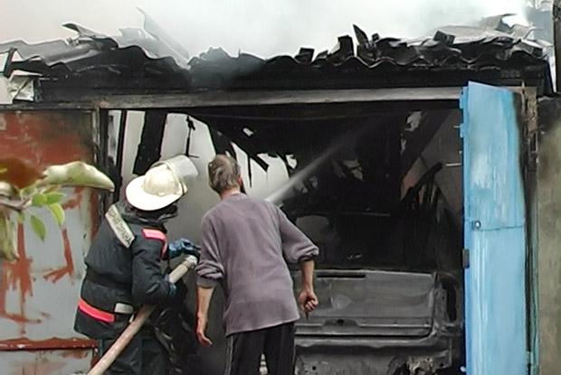 На Харківщині горіли гаражі та господарчі споруди - фото 3