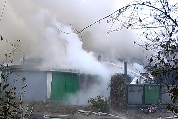 На Харківщині горіли гаражі та господарчі споруди - фото 2