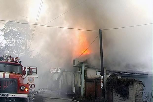 На Харківщині горіли гаражі та господарчі споруди - фото 1