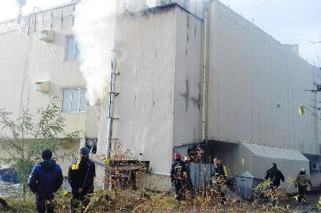 """У Харкові біля ринку """"Барабашово"""" горить торгівельний центр - фото 1"""