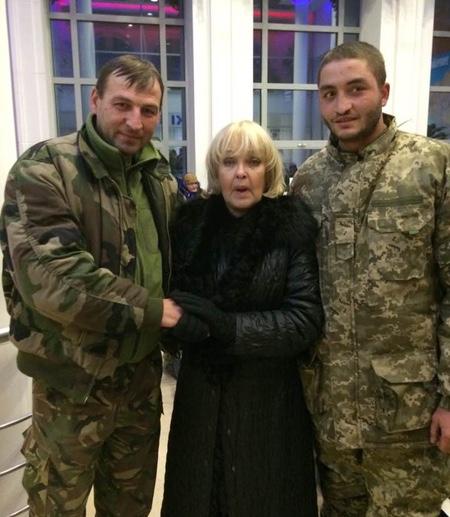 Роговцева з лікарні попросила допомагати пораненим бійцям - фото 1