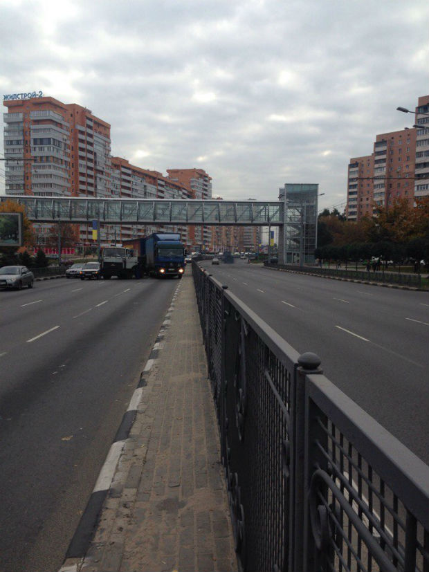 На проспекті Гагаріна через дві вантажівки утворився затор - фото 2