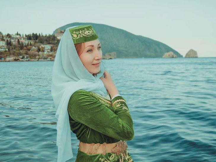Журналіст збирає колекцію світлин кримськотатарських красунь - фото 9