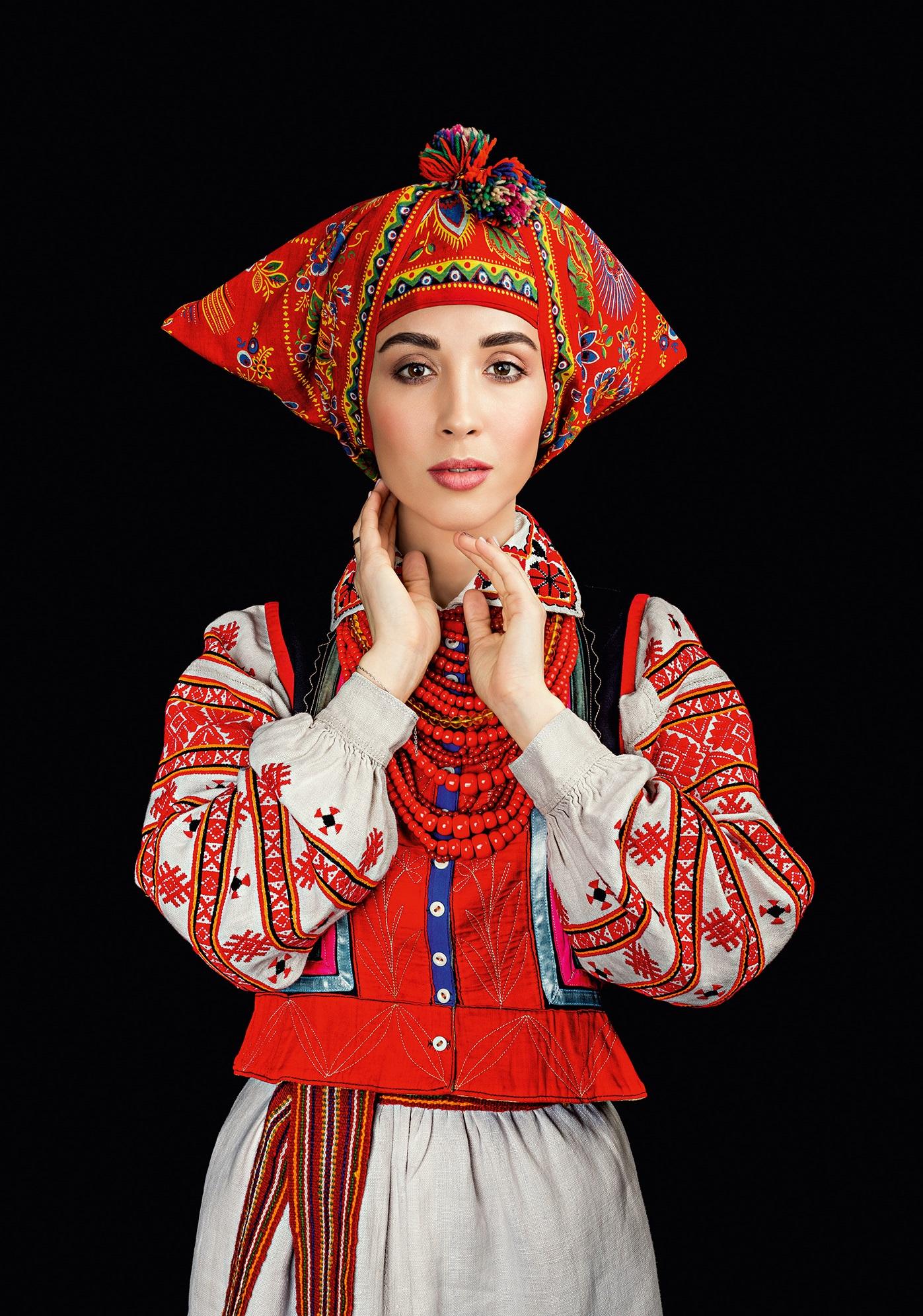 Кароль, Фреймут, Єфросиніна вбралися у розкішне українське вбрання - фото 1