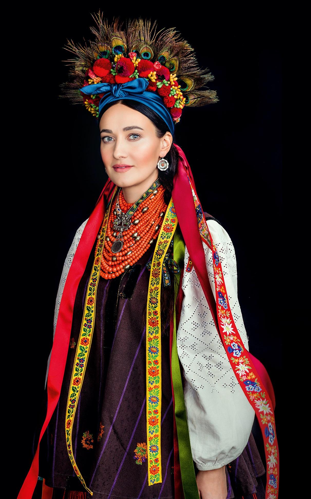 Кароль, Фреймут, Єфросиніна вбралися у розкішне українське вбрання - фото 6