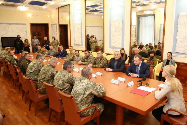 У Харкові керівник області Світлична вручила державні нагороди учасникам АТО - фото 1