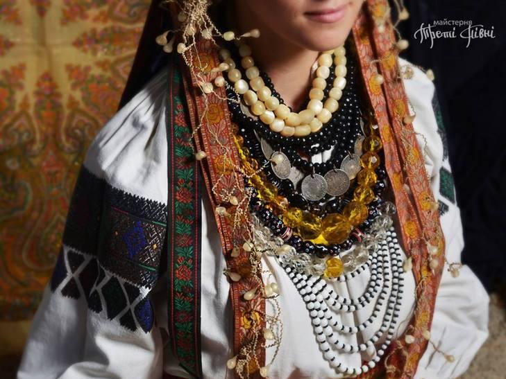 Народознавці показали, як одягалися вінницькі наречені сто років тому - фото 3