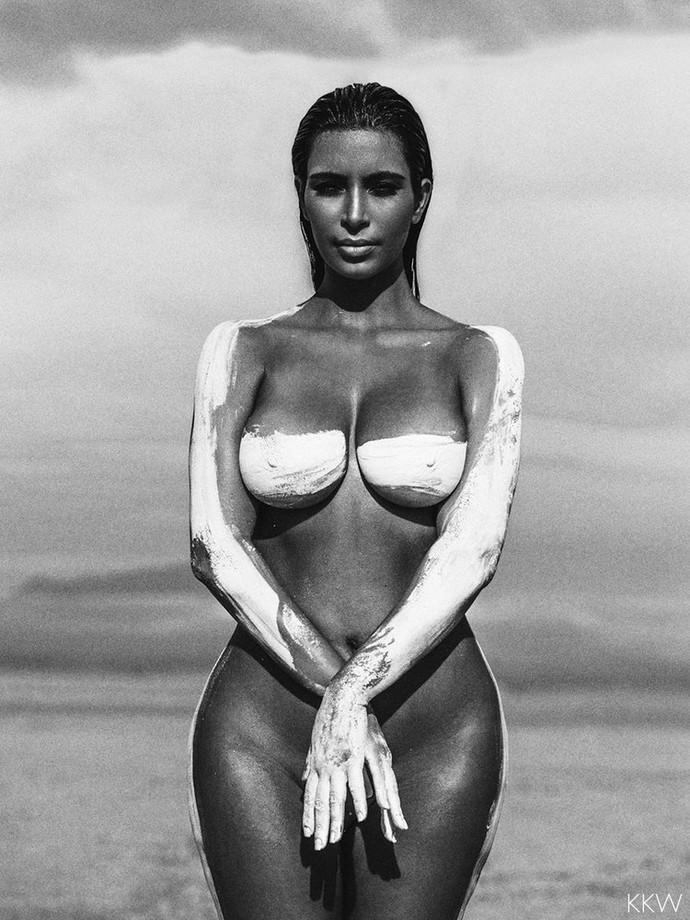 Як дупа Кардашіан зруйнувала стереотипи: ТОП-10 найскандальніших фото моделі - фото 18