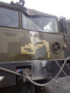 """На водія військового тягача, що """"влетів"""" в електроопору на Миколаївщині, склали протокол"""
