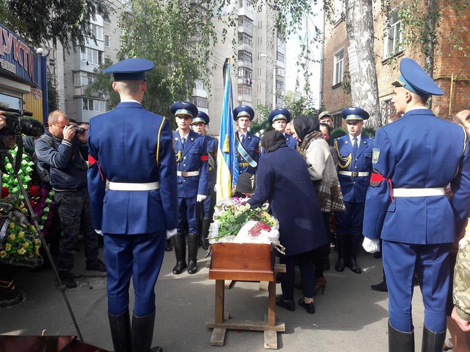 Вінничани попрощались із 25-річним снайпером, що загинув в АТО - фото 1