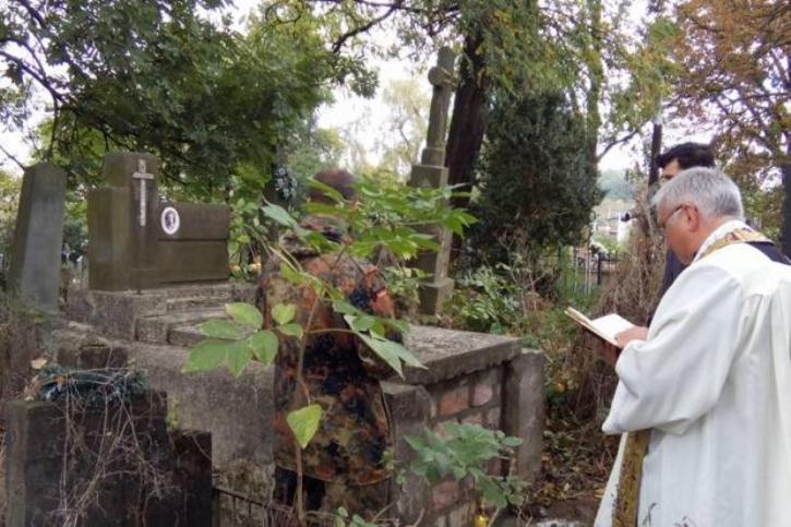 На Прикарпатті замурували старовинний склеп із дівчиною всередині - фото 2