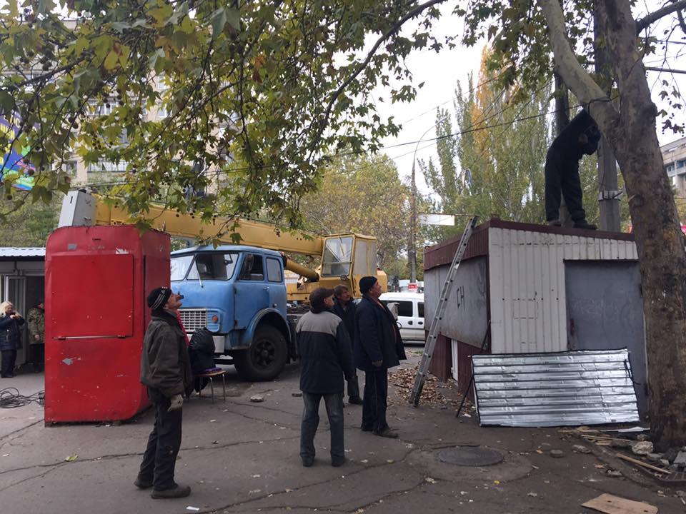 """У Миколаєві зайнялися """"зачисткою"""" 3-ї Слобідської від будок та кіосків"""